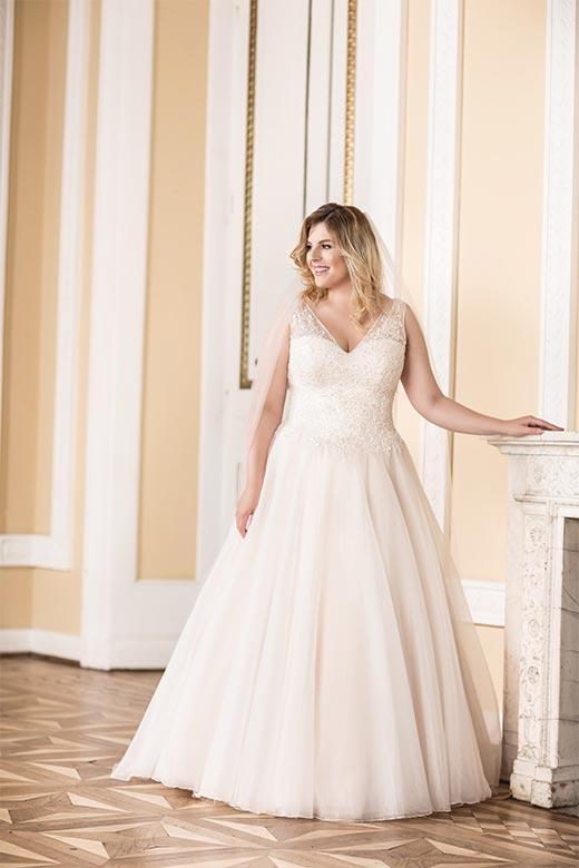 Curvy Bride In Nrw Hochzeitshaus Struck