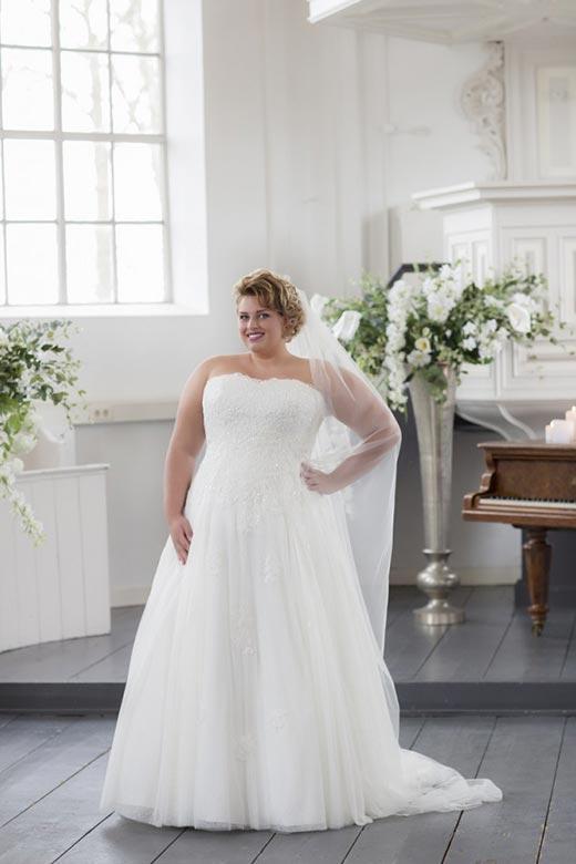 Curvy Bride-037