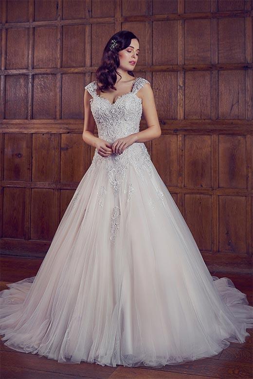 Brautkleider von Phoenix Gowns
