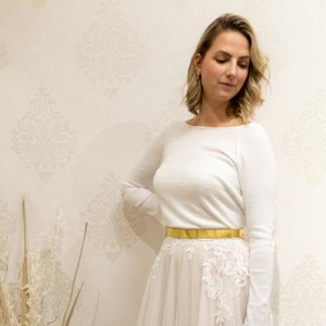 Brautpullover mit Rückenausschnitt