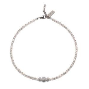 Perlenkette mit 3 Swarovskikristallperlen