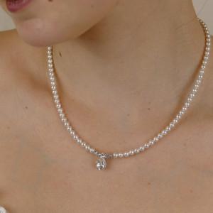 Perlenkette mit Tropfenanhänger