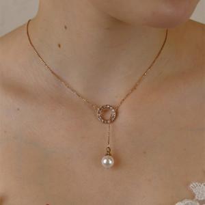 Kette mit einem Perlenanhänger / Rückenkette in Roségold