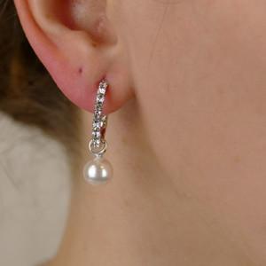 Ohrringe mit Swarovskikristallen und Perlenanhänger