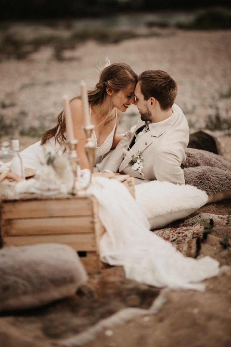 "Styled Shoot – ""White Picnic Wedding"""