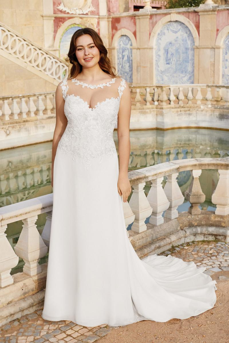 Fit and Flare Curvy Bride